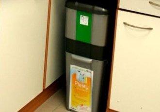 *nádoby na třídění odpadu vdomácnostech mohou mít různou podobu*