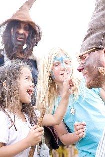 Příměstské tábory většinou slibují spoustu zábavy, leckteré ipoučení